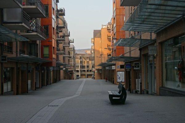 La Rue Charlemagne de Louvain-la-Neuve, vide